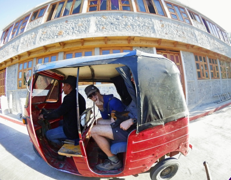 Blog10 Dean & Laynni Tuktuk_Fotor