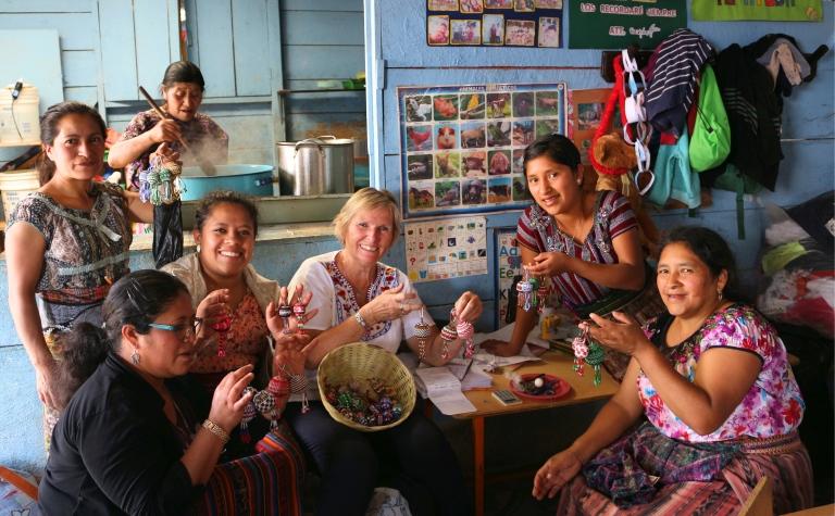 Sh2 Sheila Buying Crafts_Fotor